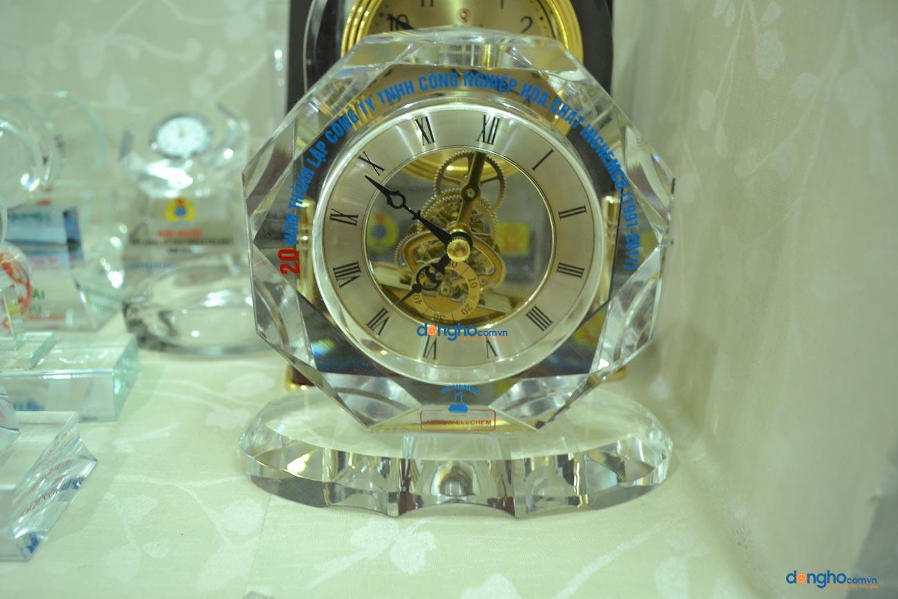 Đồng hồ pha lê để bàn 03