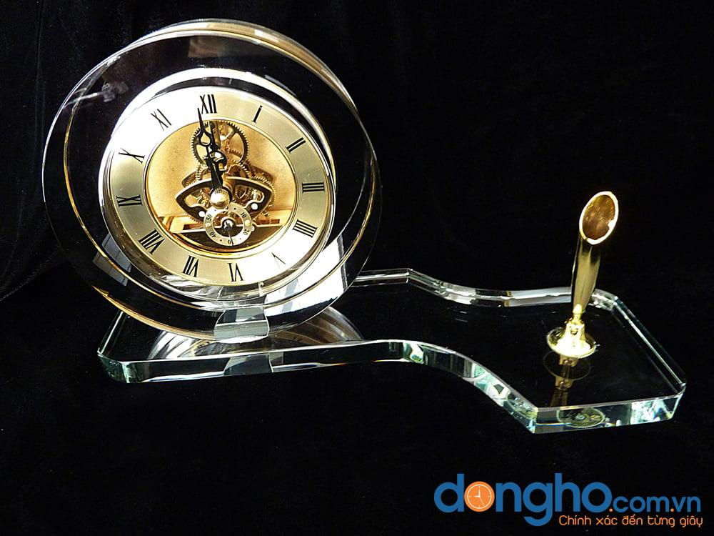 Đồng hồ pha lê để bàn 04