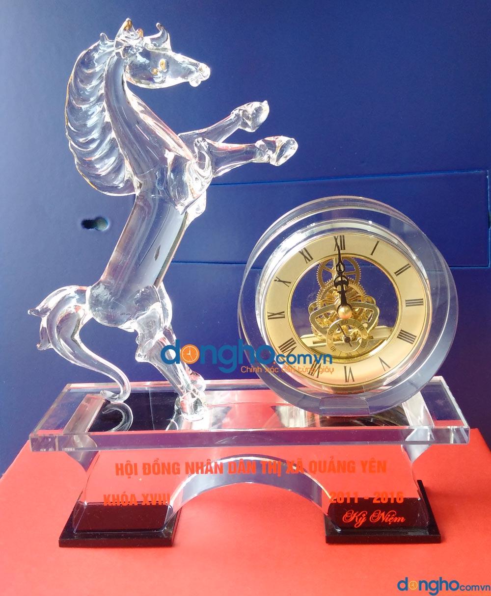 Đồng hồ pha lê để bàn 12