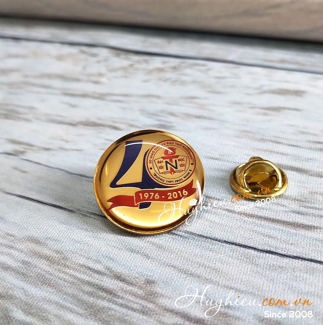 Huy hiệu đồng cài áo 25