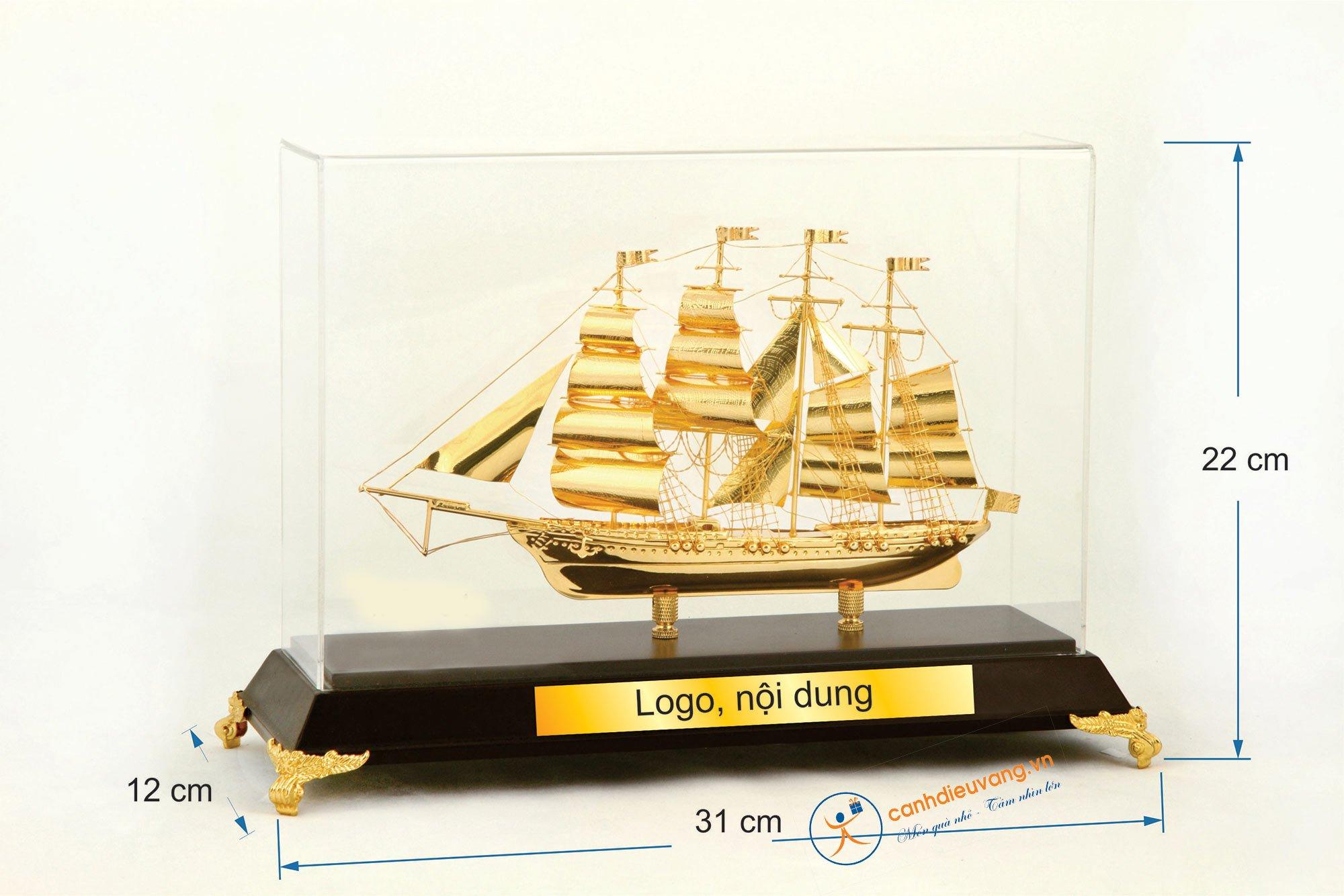 Thuyền buồm mạ vàng 04