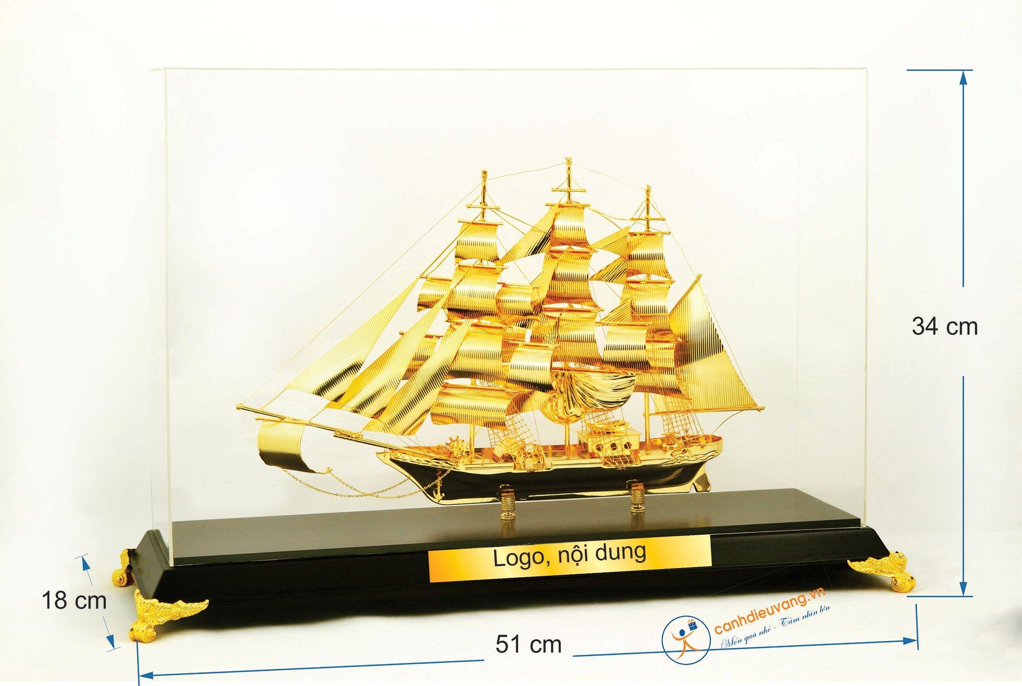Thuyền buồm mạ vàng cỡ đại 45