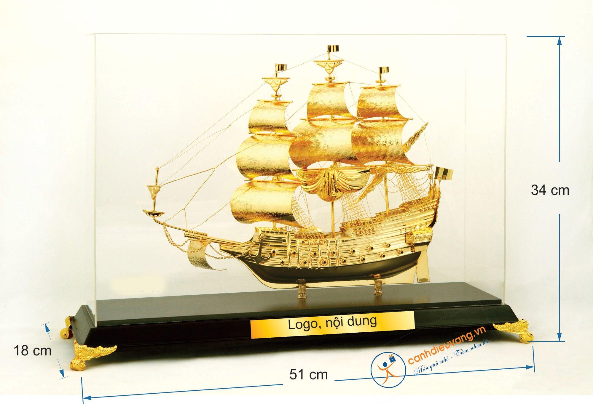 Thuyền buồm mạ vàng cỡ đại 47