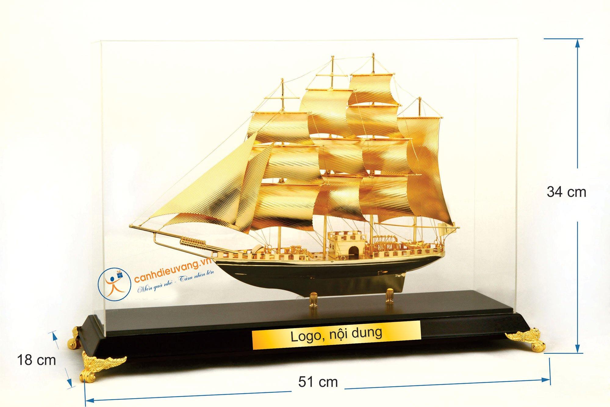 Thuyền buồm mạ vàng cỡ đại 53