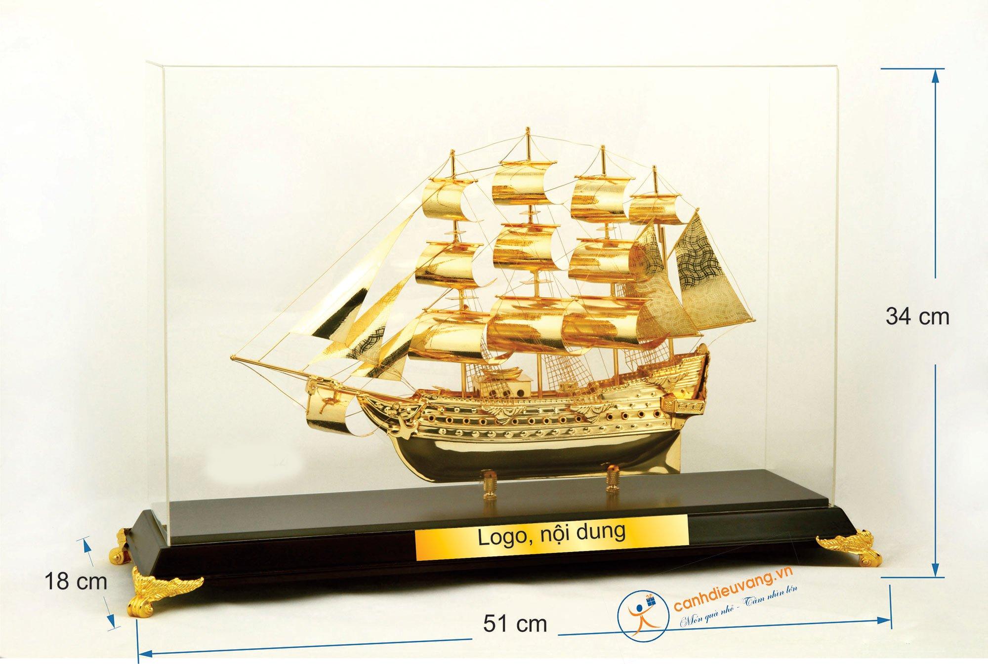 Thuyền buồm mạ vàng cỡ đại 44