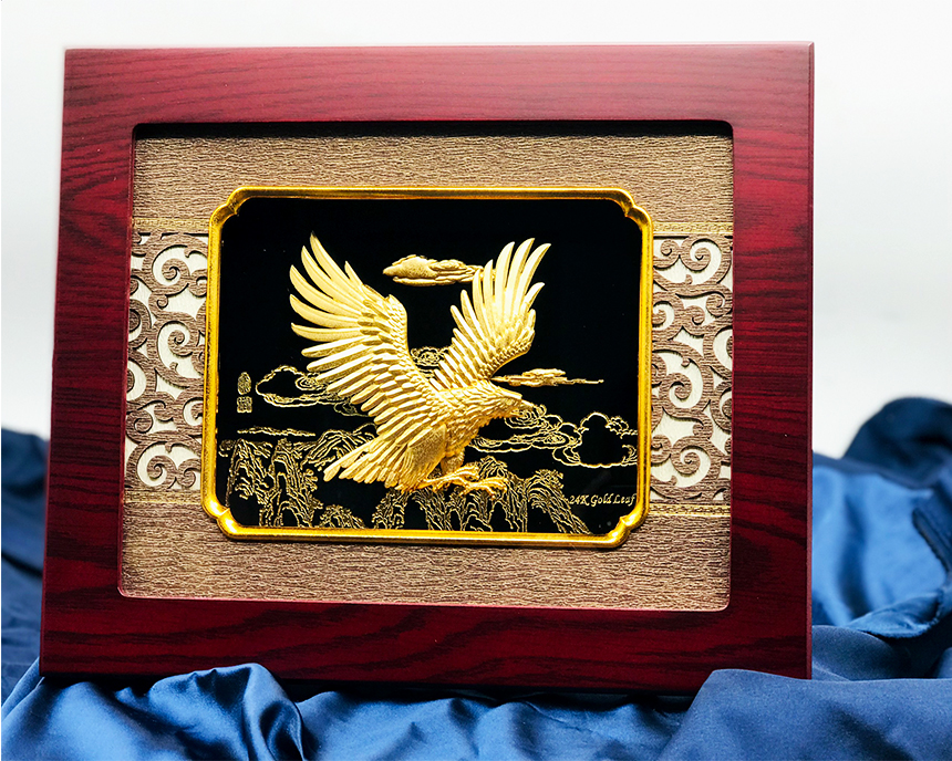 Tranh đại bàng dát vàng 24k