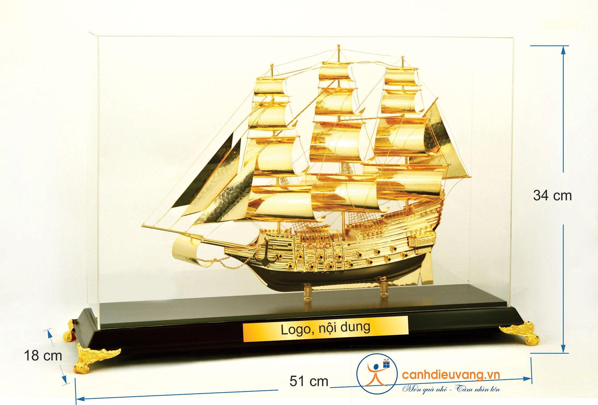 Thuyền buồm mạ vàng cỡ đại 421